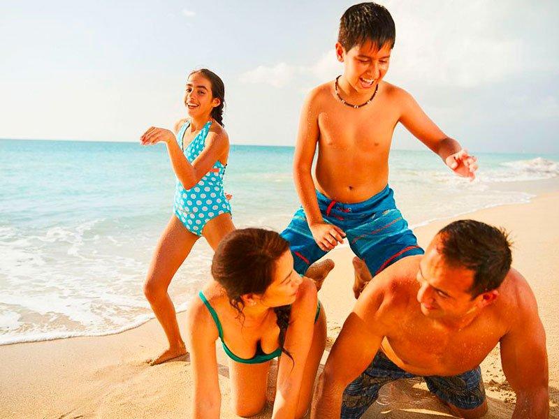 Familia en la playa - Carnival